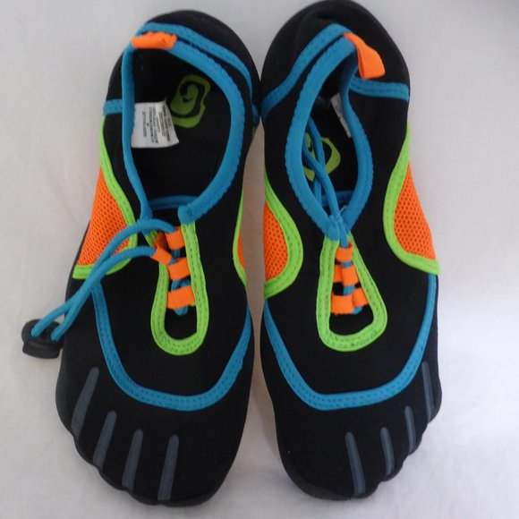 CHILDREN'S PLACE water shoes size 4, toddler boys